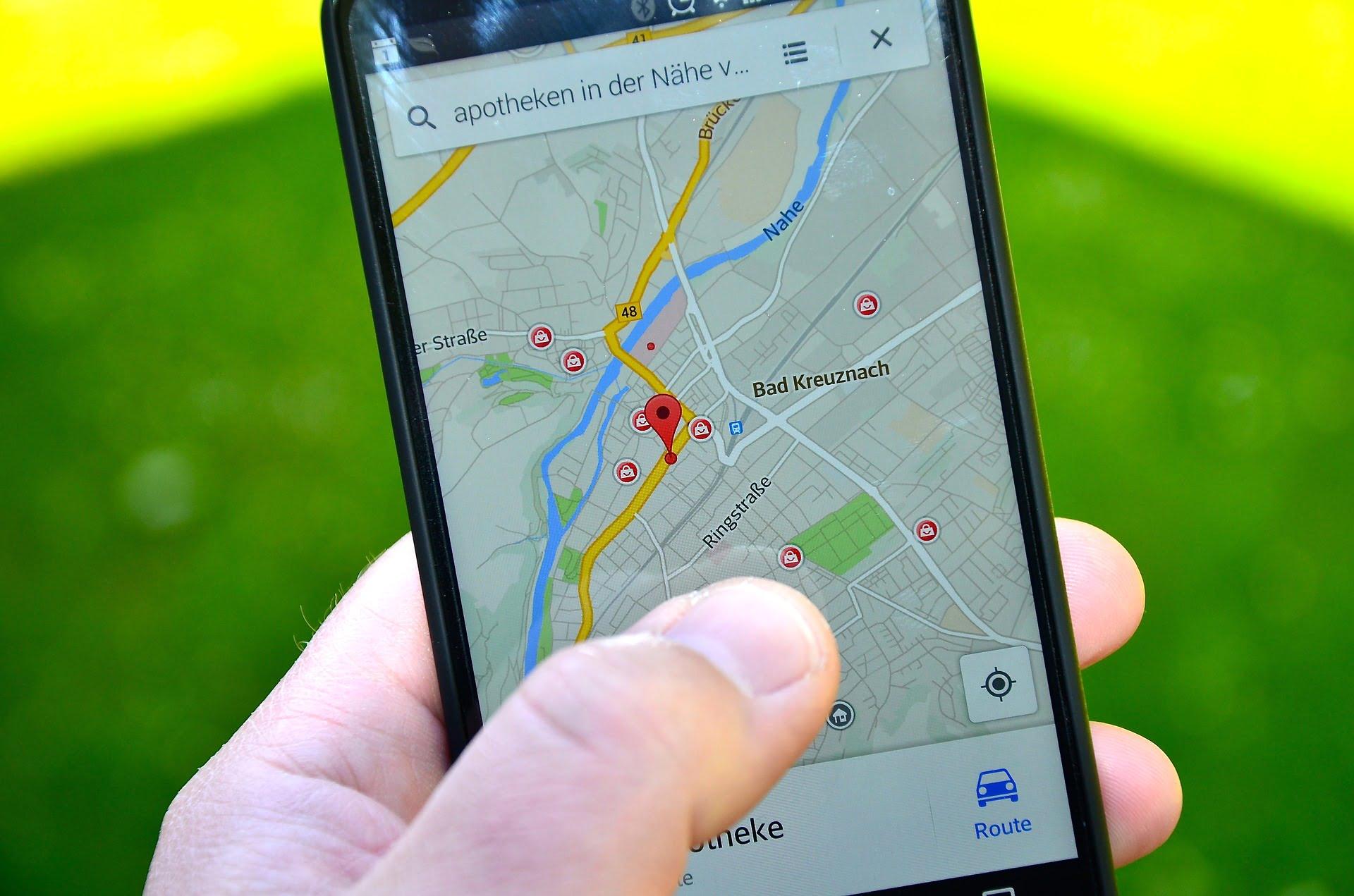 На фото изображен навигатор в телефоне