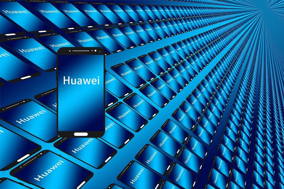 На фото изображены смартфоны Huawei.