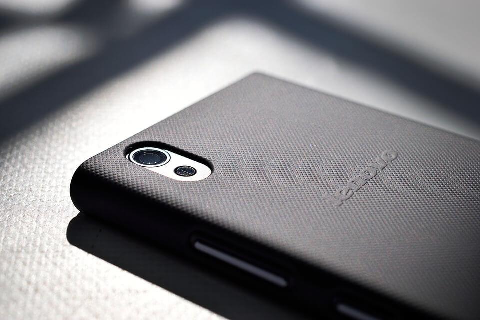 На фото изображен смартфон Lenovo.