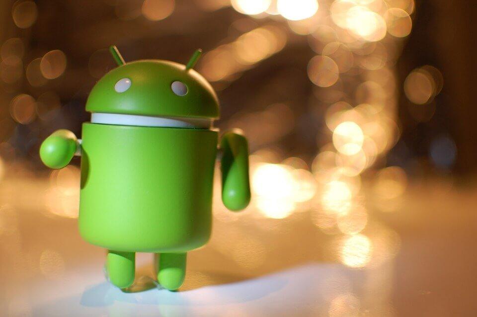 На фото изображен Android.