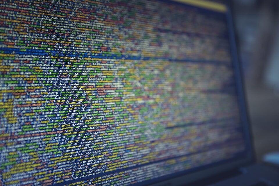 На фото изображен компьютерный код.