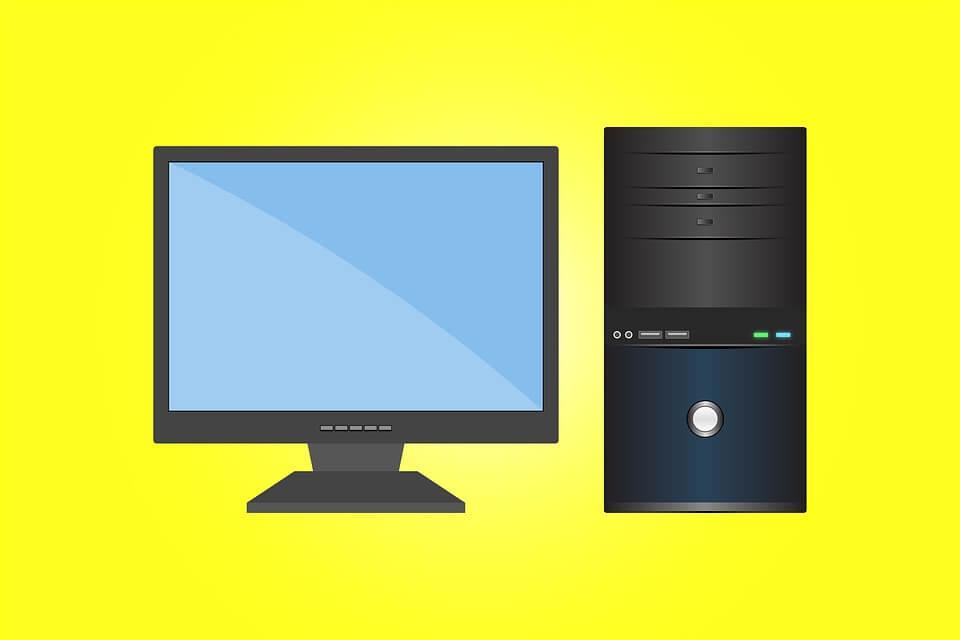 На фото изображен компьютер и монитор.