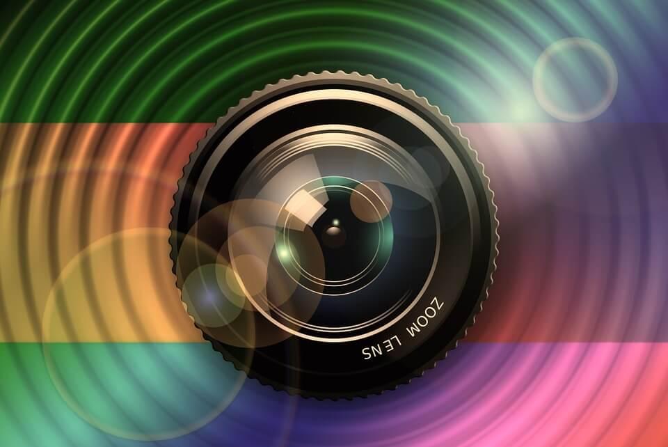 На фото изображен объектив камеры.