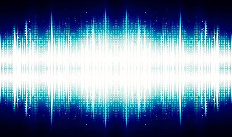 На фото изображены звуковые волны.