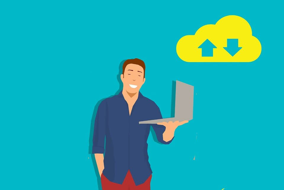 На фото изображен человек с ноутбуком и иконка загрузки в облаке.