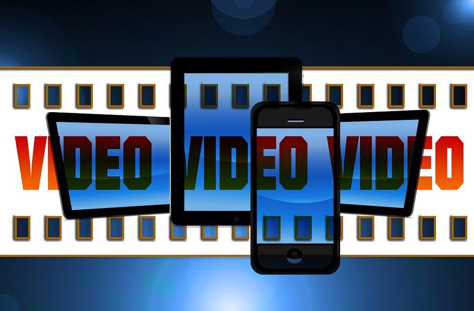 На фото изображены устройства Android и кинопленка.