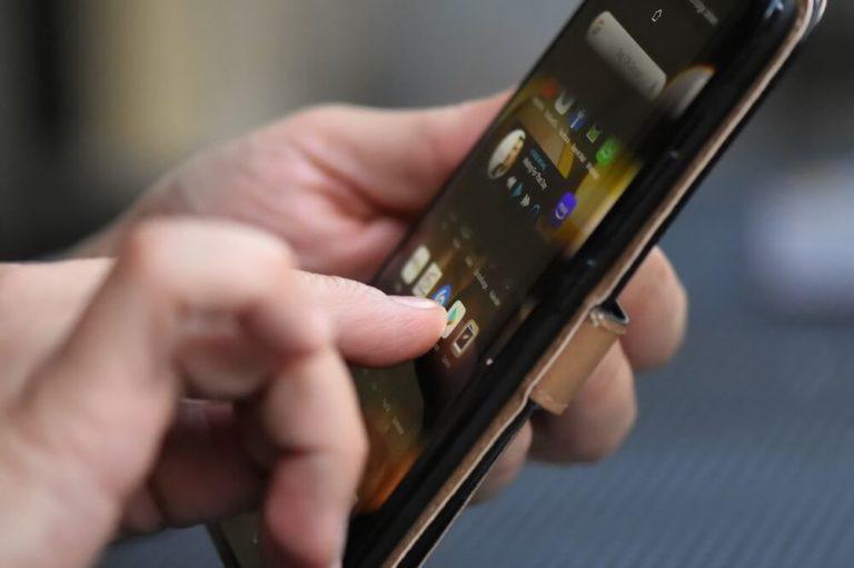 На фото изображен взлом игр на Андроид.