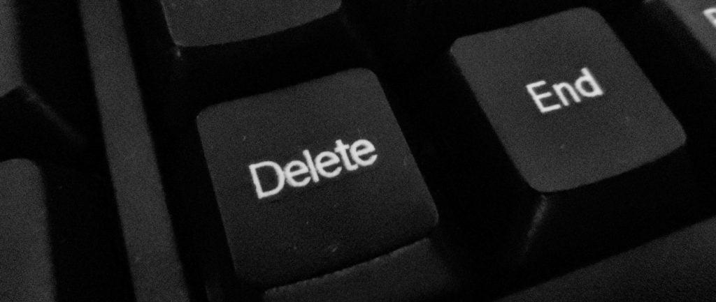 На фото изображены клавиши Delete и End на клавиатуре.