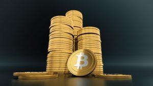 На фото изображена криптовалюта биткоин.